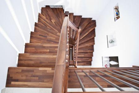 Dřevěné schody z masivu Nevada