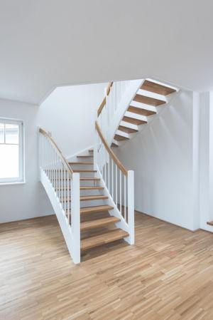 Masivní schodiště Estetik