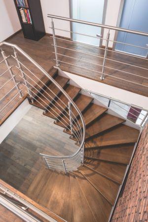Dřevěné schodiště z masivu Bolzen