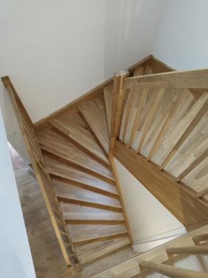 Masivni-drevene-schody-swn-2020-1