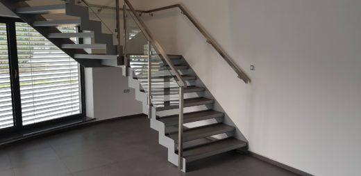 Atyp 2019 1 520x253 - Atypické schodiště s dlažbou